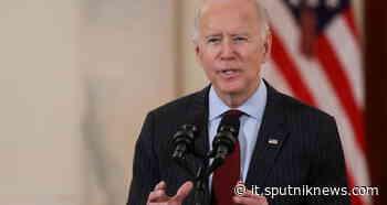 Biden tuona contro violenze dopo morte afroamericano durante fermo di polizia in Minnesota - Sputnik Italia
