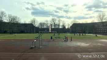 Nahe der Flüchtlingsunterkunft: Corona-Verstoß in Rendsburg? 19 Menschen treffen sich zum Fußballspielen | shz.de - shz.de