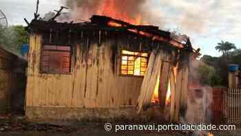 1 Região Incêndio destrói casa de madeira em Nova Londrina - ® Portal da Cidade   Paranavaí