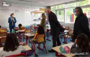 Carbon-Blanc : visite de la rectrice, Anne Bisagni-Faure, de l'inspectrice, Sylvie Rebeschini et du député, Alain David à l'école élémentaire Pasteur - Sud Ouest