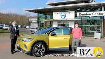 Erster ID.4 an Salzgitteraner VW-Mitarbeiter verkauft