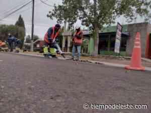 Trabajan en la construcción de mesetas reductoras de velocidad en Los Barriales - tiempodeleste.com