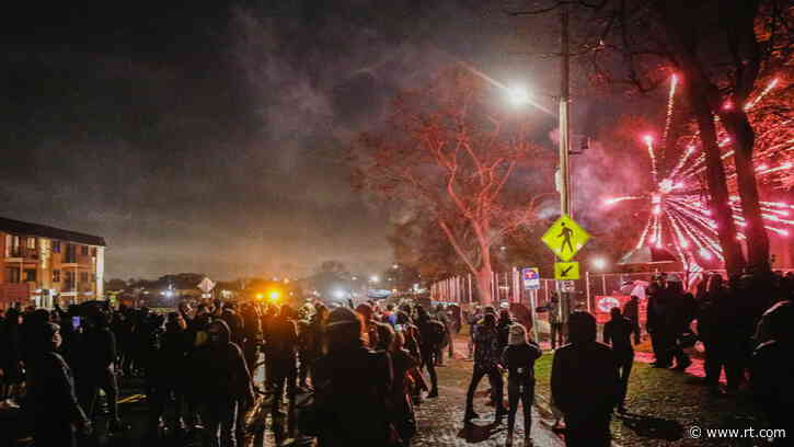 Tear gas, arrests & looting as protesters besiege Brooklyn Center police department in defiance of curfew (VIDEOS)