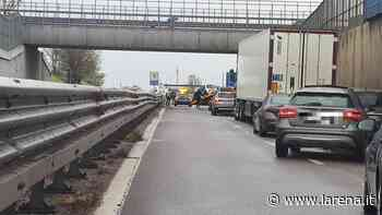 Transpolesana in tilt dopo un incidente a San Giovanni Lupatoto - L'Arena