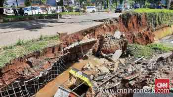 Jalan Boulevard GDC Kota Depok Amblas - CNN Indonesia
