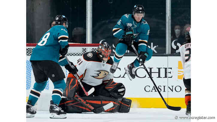 Ducks shut out Sharks as Anthony Stolarz makes career-high 46 saves