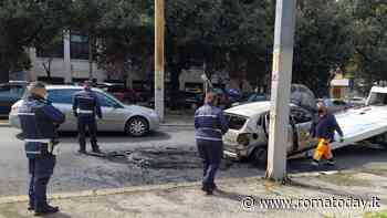 Va in ospedale e l'auto prende fuoco, conducente salvata dalle fiamme
