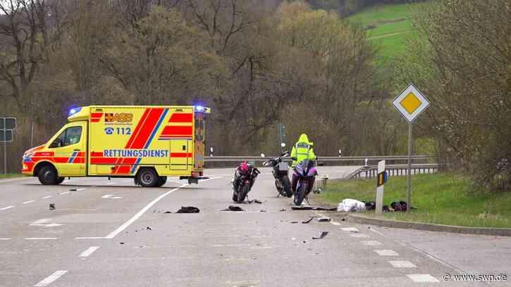 Unfall Donzdorf: Motorradfahrer übersehen Pedelec-Fahrer - zwei schwer Verletzte in Klinik, Rettungshubschrauber im Einsatz - SWP