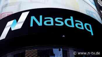 Impfaussetzung drosselt den Dow: Nasdaq jagt Rekorde
