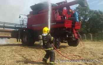 Colheitadeira pega fogo no interior de Videira - Oeste Mais