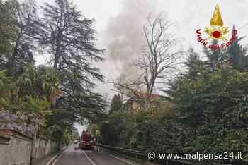 Pomeriggio di fuoco a Gavirate: incendio in un capannone di via Mazza - MALPENSA24 - malpensa24.it