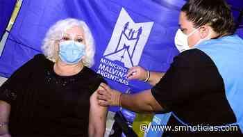 Luisa Albinoni, vecina de Tortuguitas, recibió su vacuna contra coronavirus en el polideportivo de Grand Bourg - SMnoticias