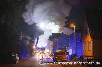 Brand in Vaihingen an der Enz - Dreifamilienhaus brennt komplett aus – Feuerwehr im Großeinsatz - Stuttgarter Nachrichten