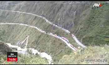 Tarma: Gran cantidad de vehículos quedan varados tras caída de un huaico - ATV.pe