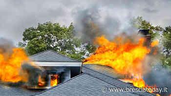 Terribile incendio, due case distrutte: famiglia in fuga con una donna incinta - BresciaToday