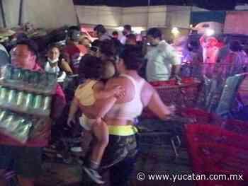 Rapiña de cervezas en Playa del Carmen tras volcadura de camión - El Diario de Yucatán