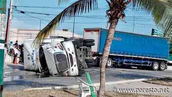 Trailero resulta lesionado tras volcadura en la carretera Playa del Carmen-Tulum - PorEsto