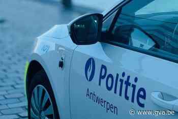 Bestuurder crasht in Hoboken na achtervolging maar vlucht te voet weg - Gazet van Antwerpen