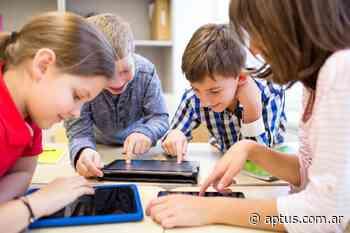 """""""El maestro no sólo volverá con la tiza, deberá volver con la tablet, la computadora o el celular"""" - Aptus   Propuestas Educativas"""