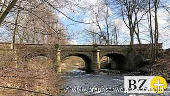 Die Franzosenbrücke überspannt die Innerste seit 1818