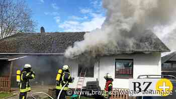 Feuerwehr löscht Brand in Plockhorst