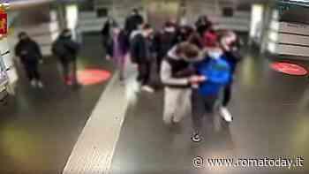 """La banda del """"trio che spacca"""": così terrorizzavano e rapinavano minorenni in strada e in metro"""