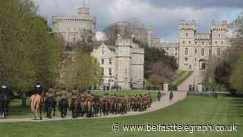 Crowds watch mounted troops transport guns to Windsor Castle for funeral