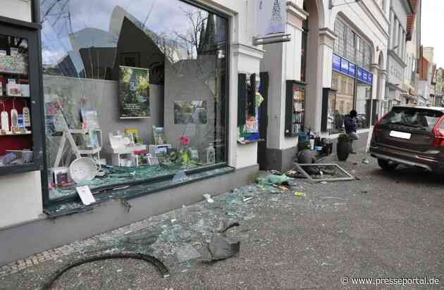 POL-OL: +++ spektakulärer Verkehrsunfall in Oldenburg - 72-jähriger Mann fährt mit Pkw in Buchhandlung +++
