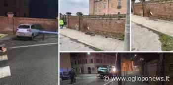 San Giovanni in Croce, auto contro la muraglia della Rocca - OglioPoNews - OglioPoNews