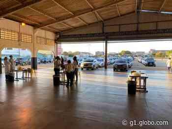 Moradores de Boituva passam madrugada em fila de drive-thru para vacinação contra a Covid-19 - G1