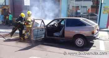 Bombeiros apagam incêndio em veículo no centro de Ituiutaba - Tudo Em Dia