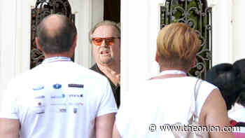 Hollywood Tour Group Stops At Jack Nicholson's House For Routine Wellness Check - The Onion