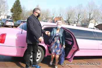Linda Vijt (64) krijgt ritje in limo en daarna 10.000ste prik