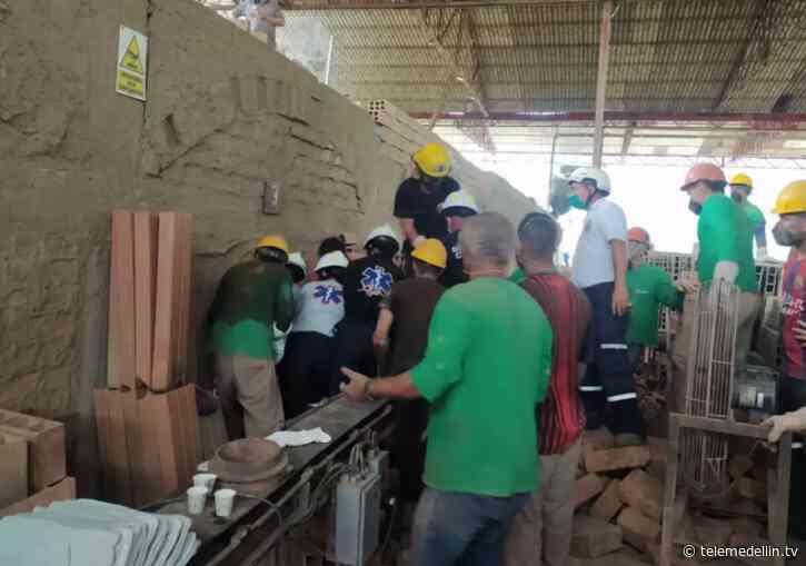 Dos obreros murieron al colapsar el techo de una ladrillera en Fredonia - Telemedellín