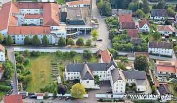 Vilsbiburg - Garten des Karmelklosters: Grüne Oase inmitten von Vilsbiburg - idowa