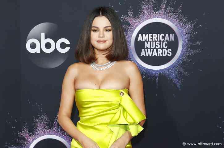 Selena Gomez Gets New Collarbone Tattoo: See it Here