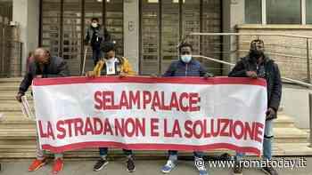 Roma e l'accoglienza che non c'è: gli sgomberati di palazzo Selam ora dormono per strada