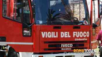 Paura in casa: cade libreria e schiaccia bambino, liberato dai pompieri