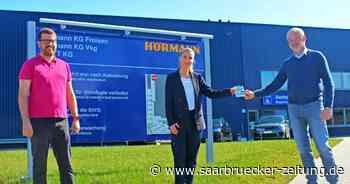 Firma Hörmann in Freisen gibt Keep-Local-Gutscheine an Mitarbeiter - Saarbrücker Zeitung
