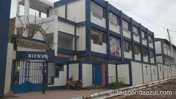 El colegio Tawantinsuyo de Desaguadero inició con la distribución de tablets para estudiantes - Radio Onda Azul