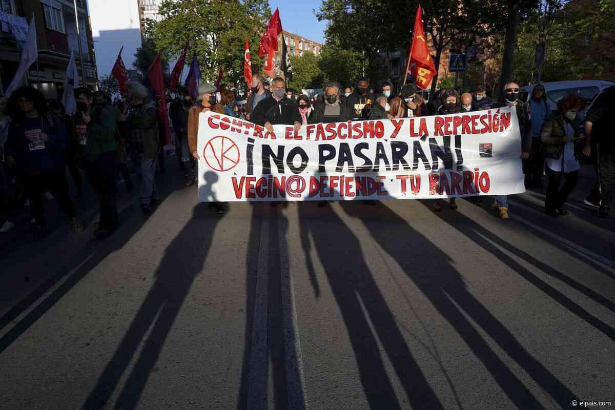 Vallecas grita contra el fascismo: 2.000 personas marchan sin incidentes desde la plaza Roja a la Asamblea - EL PAÍS