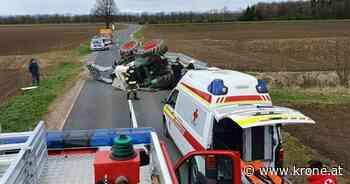 Diesel floss aus - Traktor stürzte um, Lenker wurde am Kopf verletzt - Krone.at
