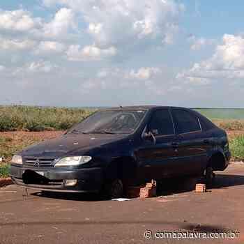 Guariba: veículo está abandonado vários dias no Residencial Palmeiras – Com a Palavra - Com a Palavra