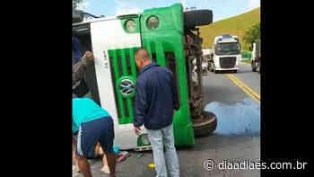 Caminhão tomba na BR 101, em Mimoso do Sul, e motorista fica ferido » Jornal Dia a Dia - Notícias do Espirito Santo e do Brasil - Dia a Dia Espírito Santo