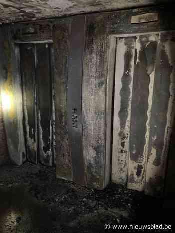 Hulpdiensten moeten bewoners van groot appartementsblok overtuigen om binnen te blijven bij nachtelijke brand