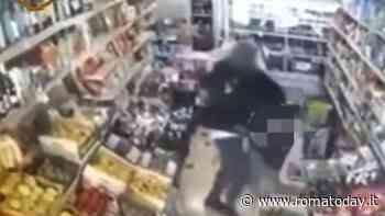 Casal Bruciato, titolari di minimarket pestati: le aggressioni per non pagare il conto