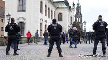 Polizei in Habachtstellung: Karlsruhe schiebt Corona-Demos Riegel vor