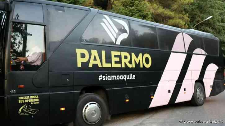 A volto coperto prendono a sassate il pullman del Palermo: distrutto un vetro - PalermoToday