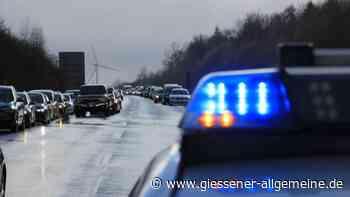Unfall auf der A3 zwischen Bad Camberg und Limburg: Auto gerät in Flammen - Autobahn gesperrt - Gießener Allgemeine