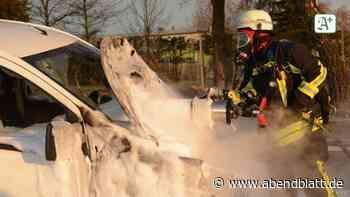 Glinde: Fiat Scudo geht in Flammen auf - Hamburger Abendblatt